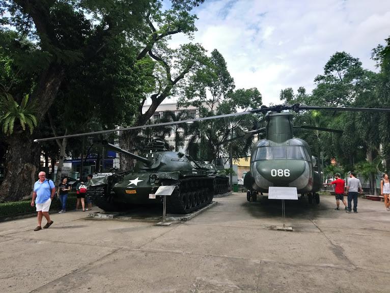 米軍の軍用機の展示