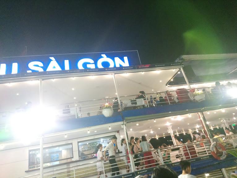 サイゴン川クルーズ船に乗船