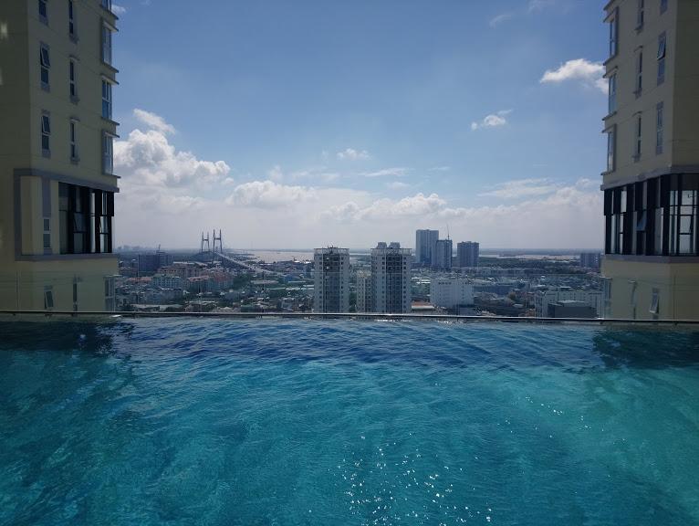 コンドミニアムのプールからの眺め